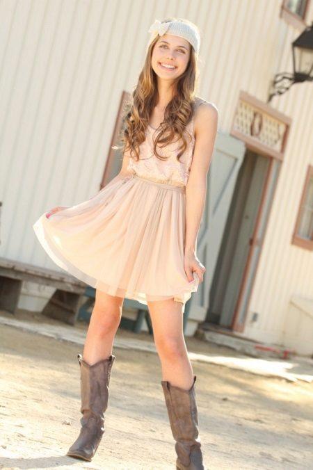 Tights to beige dress