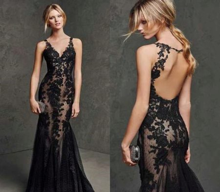 Flesh-colored dress with black lace with nudity