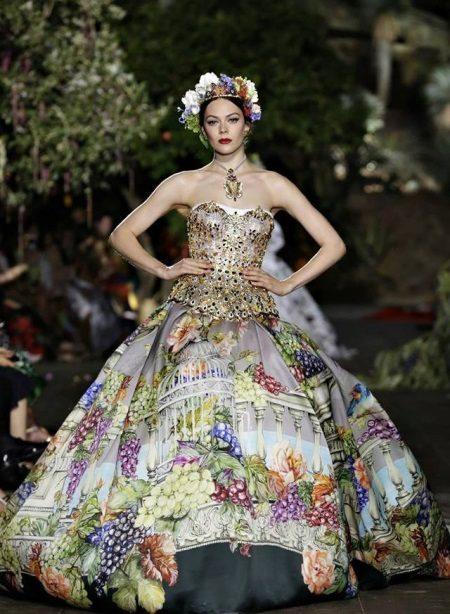 Kvällsstorslagen klänning med ett tryck