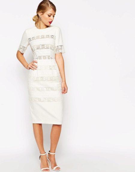 Valkoinen pellava puku