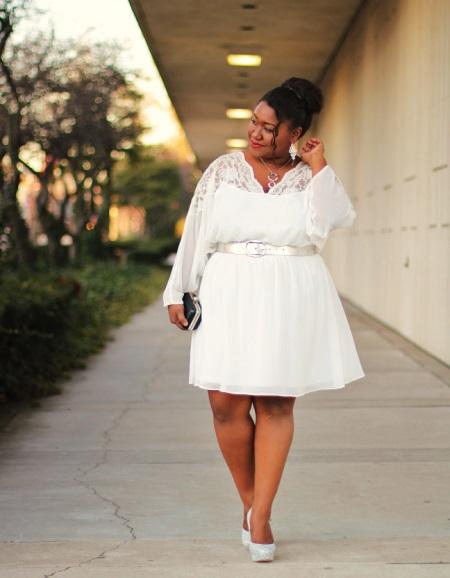 Vestit blanc, cinturó de longitud mitjana per a dones plens