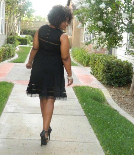 Vestit d'oficina negre per a sabates de taló complet