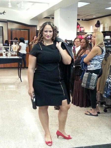 Vestit d'oficina negre amb cremallera per a complements complets i coincidents