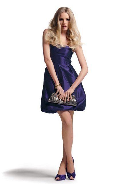 Sapatos graciosos para um vestido de ballon