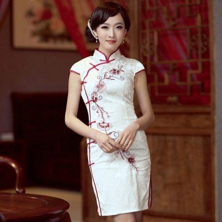 השמלה Qipao כמו מדים