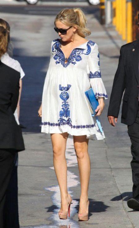 Vestido de maternidade com bordado