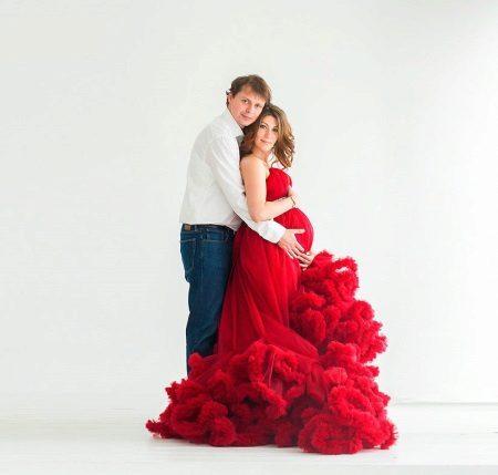 Mooie jurk voor zwangere vrouwen te huur voor een fotosessie
