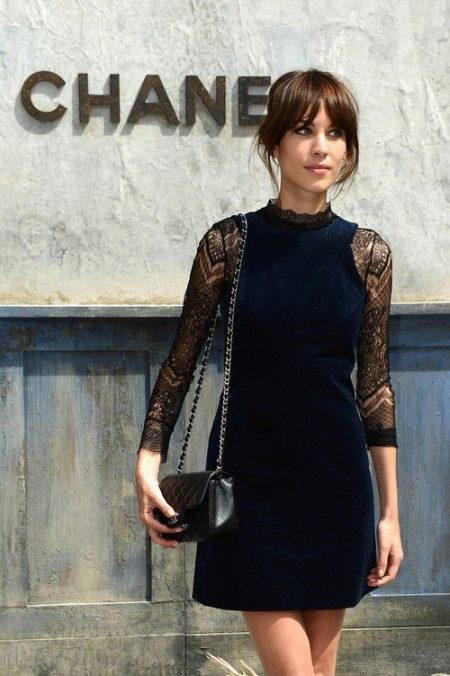 Sheath dress with guipure sleeves