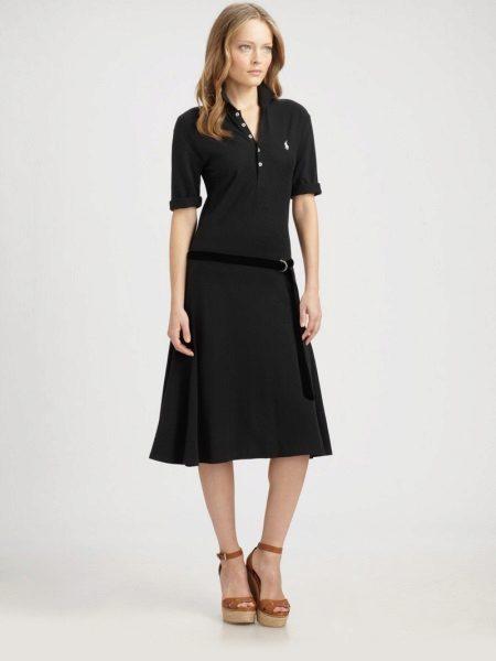 שמלת פולו עם אורך מתחת לברך