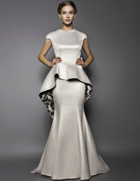 Wedding dress with asymmetric basky