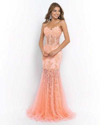 Genomskinlig klänning med korsett