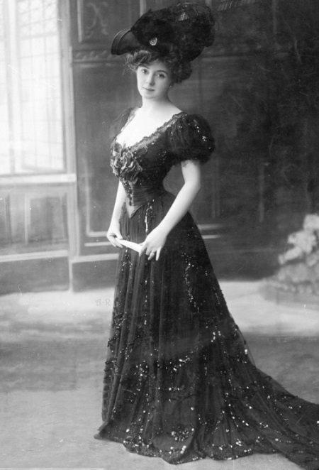 Vintage dress na may korset