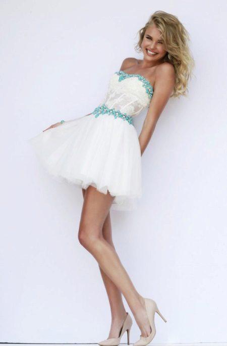 Kort klänning med tyllkorsett