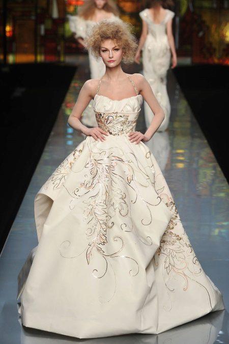 Klänning med korsett fashionabla