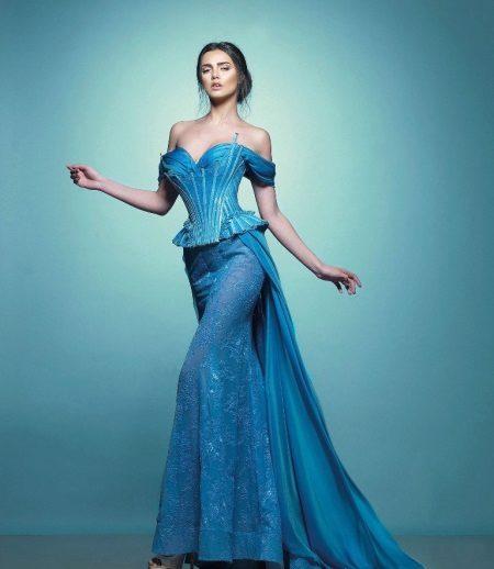 Vacker lång klänning med korsett