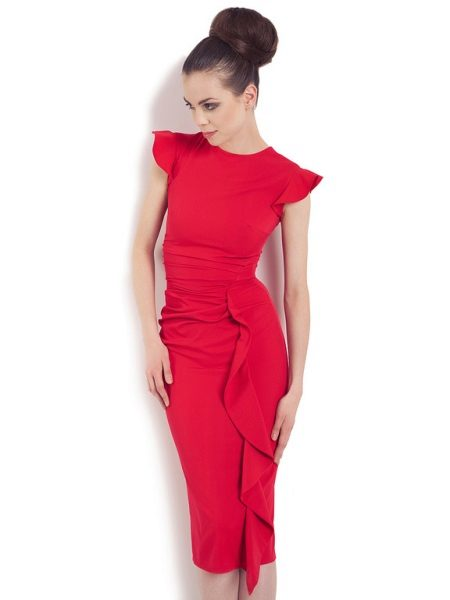 Gaun merah dengan satu biji sejuk
