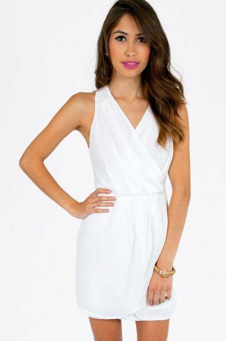 Rövid fehér ruha, szaga