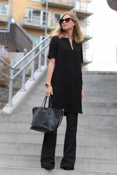 טוניקה שחורה עם מכנסיים