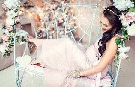 Деликатна рокля за бременни
