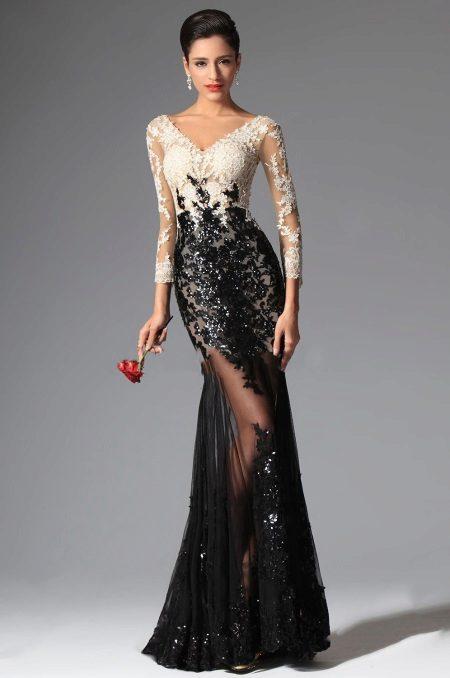 Kaunis pitkä mekko, jossa on pitsi
