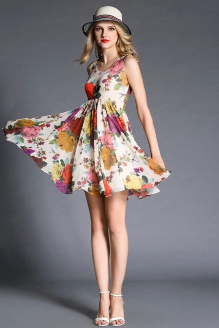 High-waisted dress with floral print
