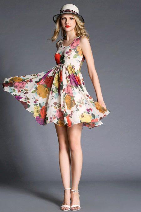 Høy-midje kjole med blomstertrykk
