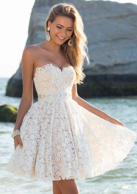 Vakker flared kjole med høy midje