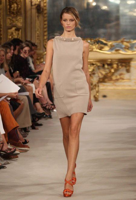 Italialainen neulottu mekko