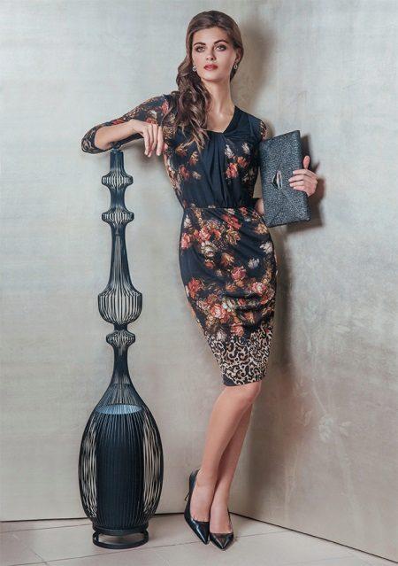 Tyylikäs neulottu mekko