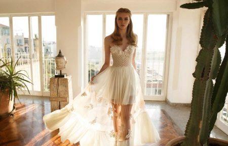 Vestuvių suknelė su gėlėmis