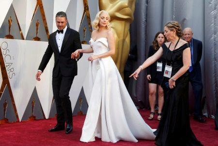 Lady Gaga a vörös szőnyegen 2016 Oscar