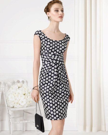 Vestido de verão no estilo de Chanel preto e branco