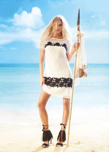 Strand stickad klänning svart och vitt