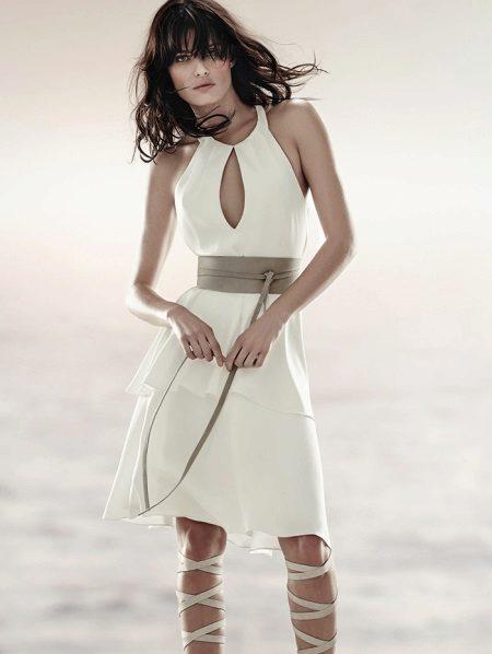 Бяла вечерна рокля