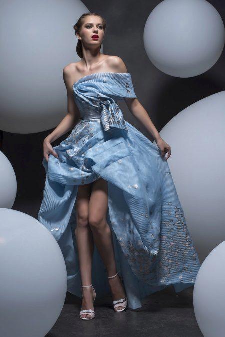 Høy-lav stroppeløs kjole