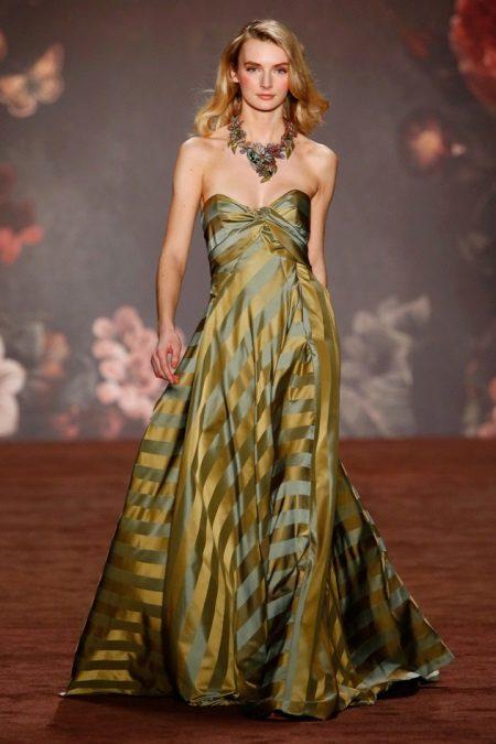 Raidallinen olkaimeton mekko