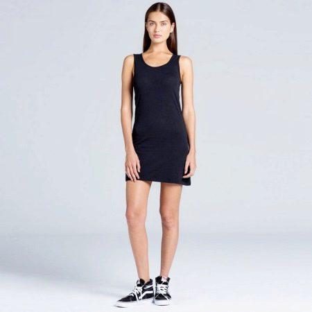 Kort svart kjole-skjorte med enkel kutt