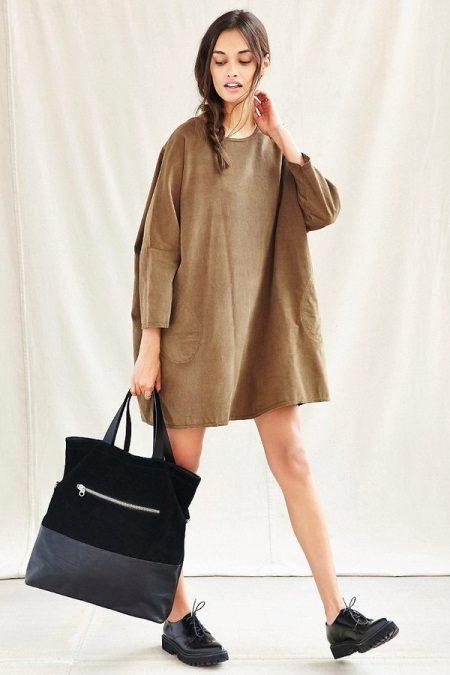 Krátká taška na šaty