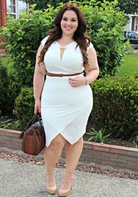 Hvit kjole for bedrift for full