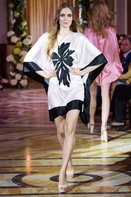 Vestido com quimono de mangas curtas