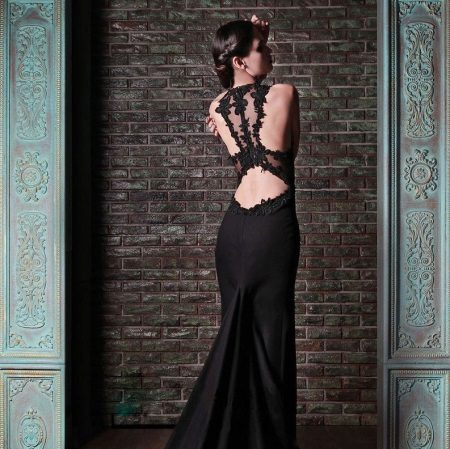 Evening dress with lace on the open back