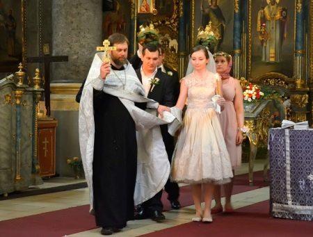 Trumpas vestuvių suknelė