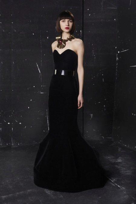 Jóias para um vestido longo preto