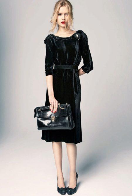 Calça um barco para um vestido preto