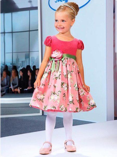 Vestido elegante para a menina rosa