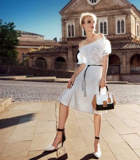Beyaz elbise kısa elbise aksesuarları