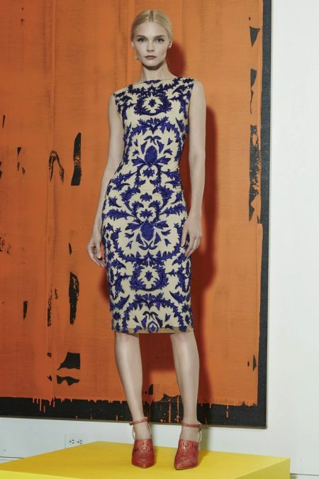 Pişmiş topraktan beyaza mavi elbise