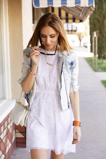 Jaqueta para um caso de vestido branco