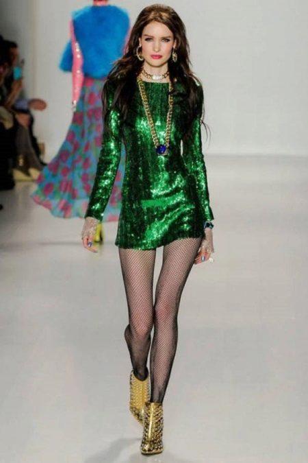 Sapatos para um vestido verde curto