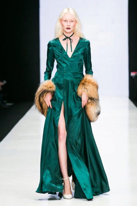 Sapatos brancos para vestido verde